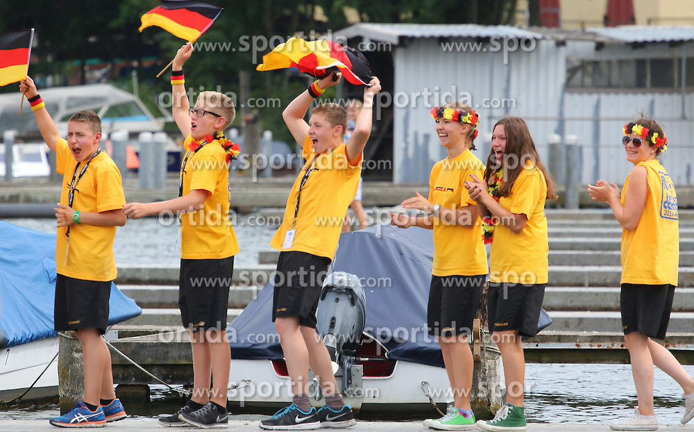 13.08.2014, Regattastrecke Gr&uuml;nau, Berlin, GER, SPO, LEN, Schwimm EM 2014, Freiwasser Wettbewerbe, 5 KM M&auml;nner, im Bild Viel Jubel vom Nachwuchs fuer die deutschen Stars // SPO during the men's 5 km Open water swimming of the LEN 2014 European Swimming Championships at the Regattastrecke Gr&uuml;nau in Berlin, Germany on 2014/08/13. EXPA Pictures &copy; 2014, PhotoCredit: EXPA/ Eibner-Pressefoto/ Hundt<br /> <br /> *****ATTENTION - OUT of GER*****