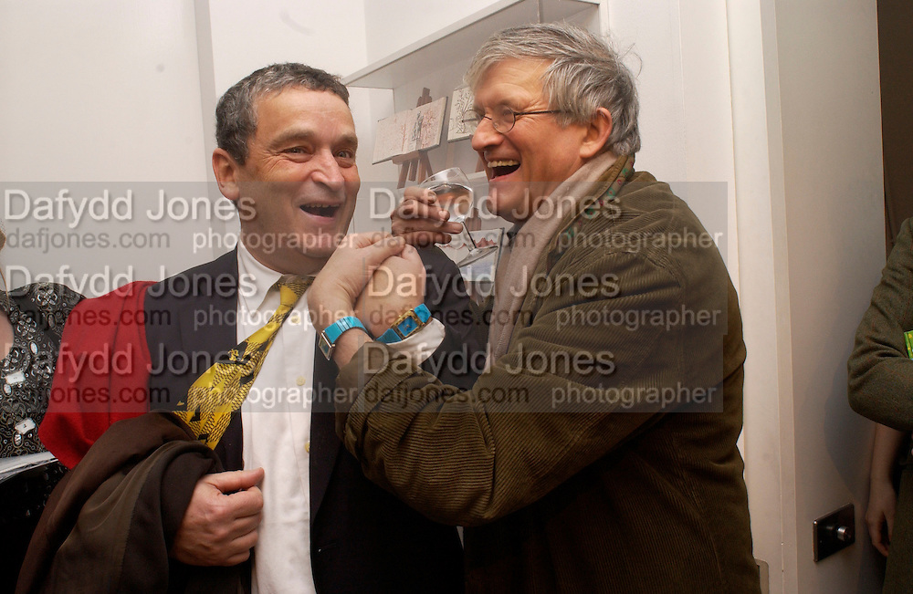 Norman rosenthal and David Hockney with the same watches, David Hockney exhibition opening, Annely Juda Gallery. 15 January 2003. © Copyright Photograph by Dafydd Jones 66 Stockwell Park Rd. London SW9 0DA Tel 020 7733 0108 www.dafjones.com