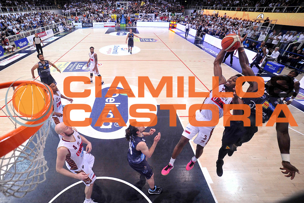 Melvin Ejim<br /> Dolomiti Energia Aquila Basket Trento - Umana Reyer Venezia<br /> Lega Basket Serie A 2016/2017<br /> Playoff, finale gara 3<br /> Trento, 14/06/2017<br /> Foto Ciamillo-Castoria