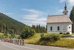 07.07.2017, St. Johann Alpendorf, AUT, Ö-Tour, Österreich Radrundfahrt 2017, 5. Kitzbühel - St. Johann/Alpendorf (212,5 km), im Bild Peloton // Peloton during the 5th stage from Kitzbuehel - St. Johann/Alpendorf (212,5 km) of 2017 Tour of Austria. St. Johann Alpendorf, Austria on 2017/07/07. EXPA Pictures © 2017, PhotoCredit: EXPA/ JFK