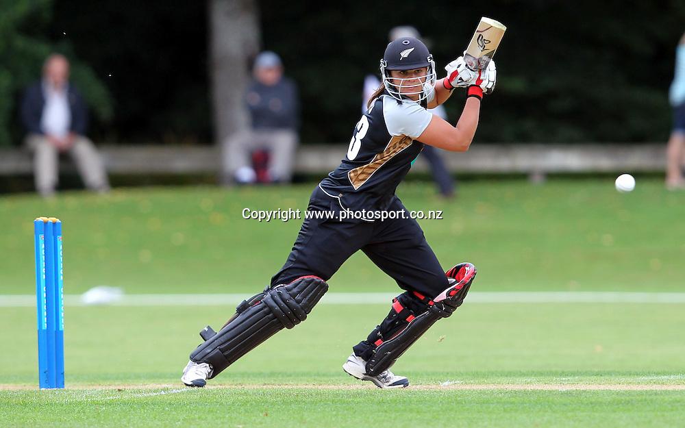 Suzie Bates in action for the White Ferns.<br /> Cricket - Rosebowl Series. Twenty20 International - New Zealand White Ferns v Australia, 18 February 2011, Queens Park, Invercargill, New Zealand.<br /> Photo: Rob Jefferies / www.photosport.co.nz