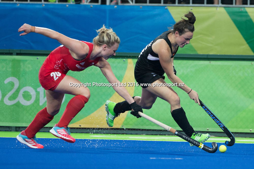 New Zealand's Kelsey Smith in action against Great Britain. New Zealand Blacksticks women v Great Britain, Olympic hockey Semi Final Olympic Rowing,  Rio Olympics Games 2016, Rio de Janeiro. Wednesday 17 August, 2016. Copyright photo: John Cowpland / www.photosport.nz
