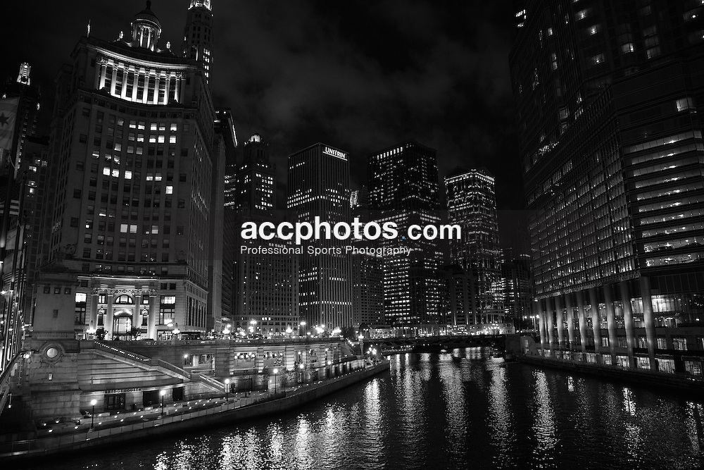 19 August 2009: Downtown Chicago and the Chicago River, in Chicago, Illinois.