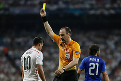 13.05.2015, Estadio Santiago Bernabeu, Madrid, ESP, UEFA CL, Real Madrid vs Juventus Turin, Halbfinale, Rückspiel, im Bild Real Madrid´s James Rodriguez receives a yellow card // during the UEFA Champions League semi finals 2nd Leg match between Real Madrid CF and Juventus FC at the Estadio Santiago Bernabeu in Madrid, Spain on 2015/05/13. EXPA Pictures © 2015, PhotoCredit: EXPA/ Alterphotos/ Victor Blanco<br /> <br /> *****ATTENTION - OUT of ESP, SUI*****