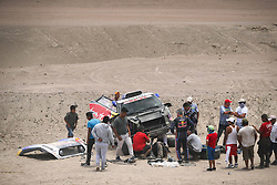 Carlos Sainz and Lucas Cruz in the Mini of the X-Raid Mini JCW Team stopped after a crash during stage 3 of the Dakar Rally, between San Juan de Marcona and Arequipa, Peru, on January 9, 2019. // Antonin Vincent / DPPI / Red Bull Content Pool // AP-1Y338KYH52111 // Usage for editorial use only // Please go to www.redbullcontentpool.com for further information. //