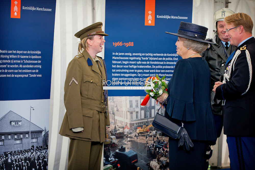 24-10-2014 APELDOORN - Prinses Beatrix is op vrijdag 24 oktober 2014 bij Paleis Het Loo in Apeldoorn aanwezig tijdens de Wapendag van de Koninklijke Marechaussee. De jaarlijkse Wapendag staat dit jaar in het teken van het 200-jarig bestaan van de Koninklijke Marechaussee. Prinses Beatrix is sinds 1956 Schutsvrouwe van de Koninklijke Marechaussee.  COPYRIGHT ROBIN UTRECHT
