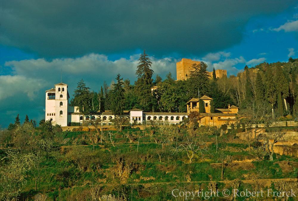 SPAIN, ANDALUSIA, GRANADA Alhambra; gardens in Generalife