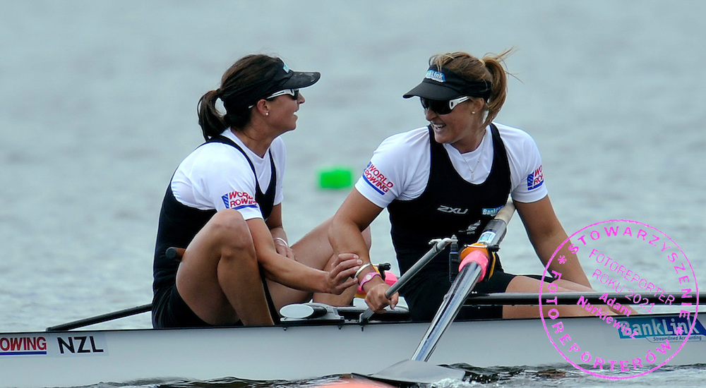 (L) REBECCA SCOWN & (R) JULIETTE HAIGH (BOTH NEW ZEALAND) CELEBRATE THEIR GOLD MEDALS IN WOMEN'S PAIR FINAL A DURING REGATTA WORLD ROWING CHAMPIONSHIPS ON KARAPIRO LAKE IN NEW ZEALAND...NEW ZEALAND , KARAPIRO , NOVEMBER 06, 2010..( PHOTO BY ADAM NURKIEWICZ / MEDIASPORT )..PICTURE ALSO AVAIBLE IN RAW OR TIFF FORMAT ON SPECIAL REQUEST.