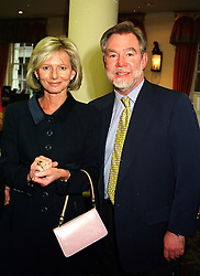 The EARL & COUNTESS OF BRADFORD at an exhibition<br />  in London on 2nd May 2000.ODF 17
