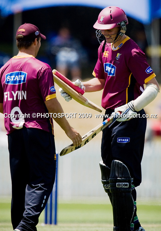 Knights' Graeme Aldridge gets a new bat in exchange for his broken one from Daniel Flynn during the State Shield cricket final between the State Northern Knights and State Otago Volts at Seddon Park, Hamilton, New Zealand, Saturday 31 January 2009.  Photo: Stephen Barker/PHOTOSPORT