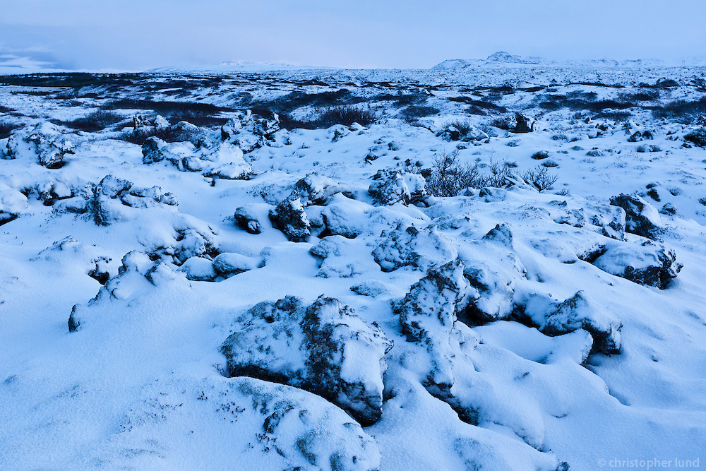 Snow-covered Heiðmörk lava field, viewing northeast. Heiðmerkuhraun að vetri, horft í norðaustur.