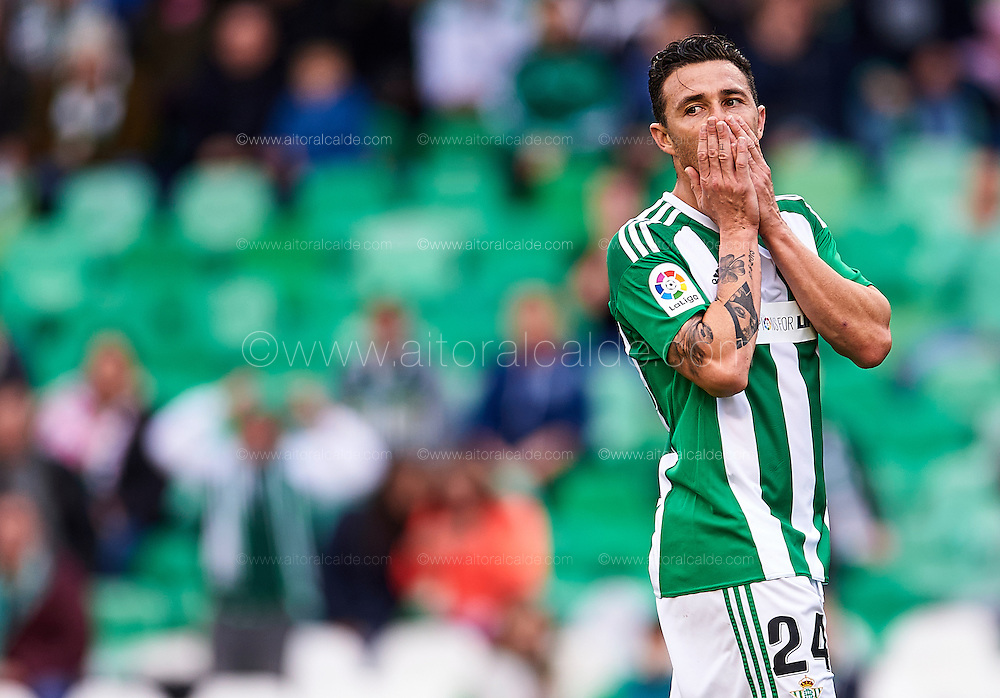 SEVILLE, SPAIN - DECEMBER 04:  Ruben Castro of Real Betis Balompie reacts during La Liga match between Real Betis Balompie an RC Celta de Vigo at Benito Villamarin Stadium on December 4, 2016 in Seville, Spain.  (Photo by Aitor Alcalde Colomer/Getty Images)