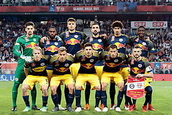09.05.2018, Woerthersee Stadion, Klagenfurt, AUT, OeFB Uniqa Cup, SK Puntigamer Sturm Graz vs FC Red Bull Salzburg, Finale, im Bild Startaufstelung Red Bull Salzburg // during the final match of the ÖFB Uniqa Cup between SK Puntigamer Sturm Graz and FC Red Bull Salzburg at the Woerthersee Stadion in Klagenfurt, Austria on 2018/05/09. EXPA Pictures © 2018, PhotoCredit: EXPA/ Johann Groder