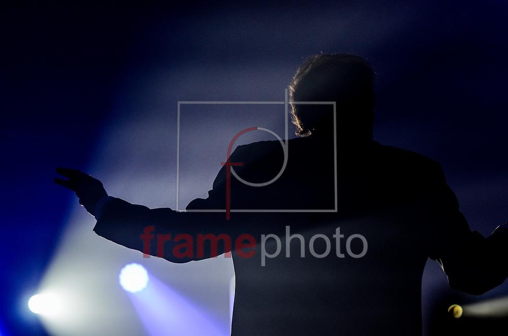 Maestro Eduardo Lage participando com o cantor Roberto Carlos no palco da casa de shows Vivo Rio na noite desta quarta-feira (08/11), no centro do Rio de Janeiro. Foto: Adriano Ishibashi/FramePhoto