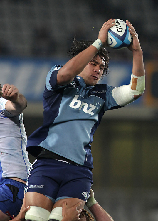Blues' Steven Luatua wins a lineout against the Force in a Super Rugby match, Eden Park, Auckland, New Zealand, Saturday, July 07, 2012.  Credit:SNPA / David Rowland