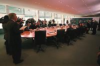 15 OCT 2003, BERLIN/GERMANY:<br /> Uebersicht Kabinsttsaal vor Beginn einer Kabinettsitzung, Bundeskanzleramt<br /> IMAGE: 20031015-01-01-27<br /> KEYWORDS: Kabinett, Sitzung, Kabinettstisch, Gaertner, Gärtner