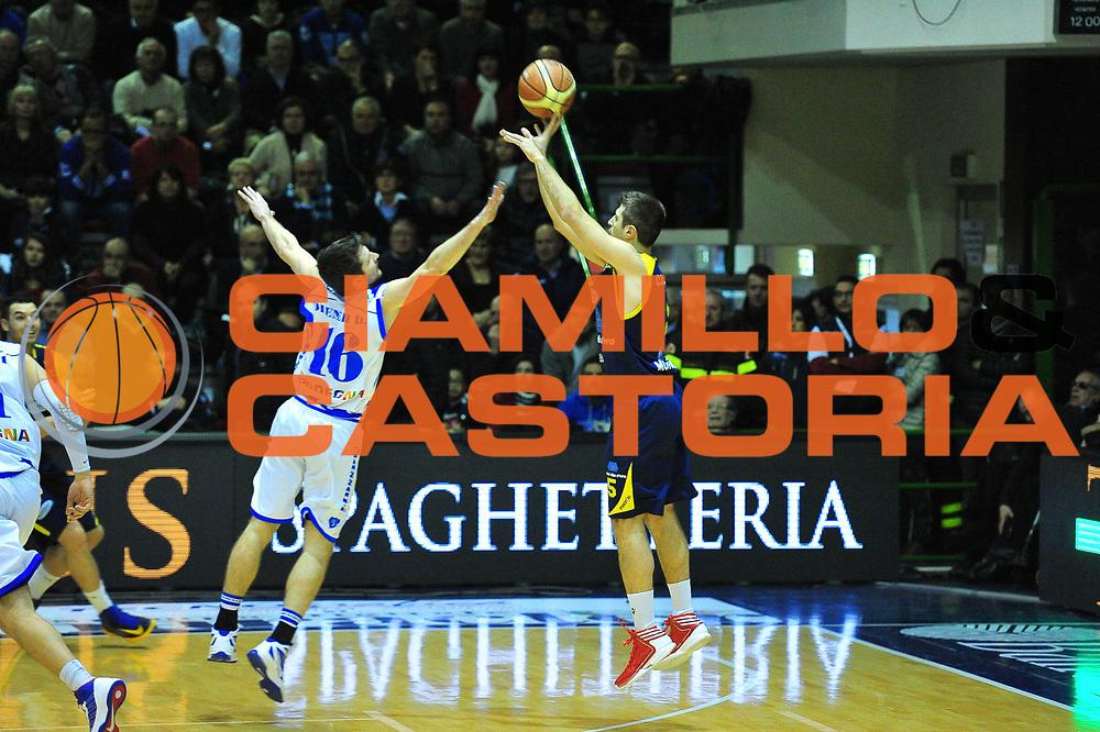 DESCRIZIONE : Sassari Lega A 2012-13 Dinamo Sassari - Sutor Montegranaro<br /> GIOCATORE :Daniele Cinciarini<br /> CATEGORIA :Tiro<br /> SQUADRA : Sutor Montegranaro<br /> EVENTO : Campionato Lega A 2012-2013 <br /> GARA : Dinamo Sassari - Sutor Montegranaro<br /> DATA : 27/01/2013<br /> SPORT : Pallacanestro <br /> AUTORE : Agenzia Ciamillo-Castoria/M.Turrini<br /> Galleria : Lega Basket A 2012-2013  <br /> Fotonotizia : Sassari Lega A 2012-13 Dinamo Sassari - Sutor Montegranaro<br /> Predefinita :