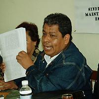 Toluca, Mex.- Luis Zamora Calzada, presidente del Sindicato Unificado de Maestros y Académicos del Estado de México (SUMAEM) durante una conferencia con periodistas. Agencia MVT / José Hernández. (DIGITAL)<br /> <br /> <br /> <br /> NO ARCHIVAR - NO ARCHIVE