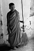 Novice Monk & beautifully made Ekel broom. near Bibile.