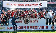 14-05-2017: Voetbal: Feyenoord v Heracles Almelo: Rotterdam<br /> <br /> (L-R) Feyenoord speler Dirk Kuyt ontvangt de schaal voor het landskampioenschap na afloop van het Eredivisie duel tussen Feyenoord en Heracles Almelo op 14 mei 2017 in stadion Feyenoord (de Kuip)<br /> <br /> Eredivisie - Seizoen 2016 / 2017<br /> <br /> Foto: Gertjan Kooij