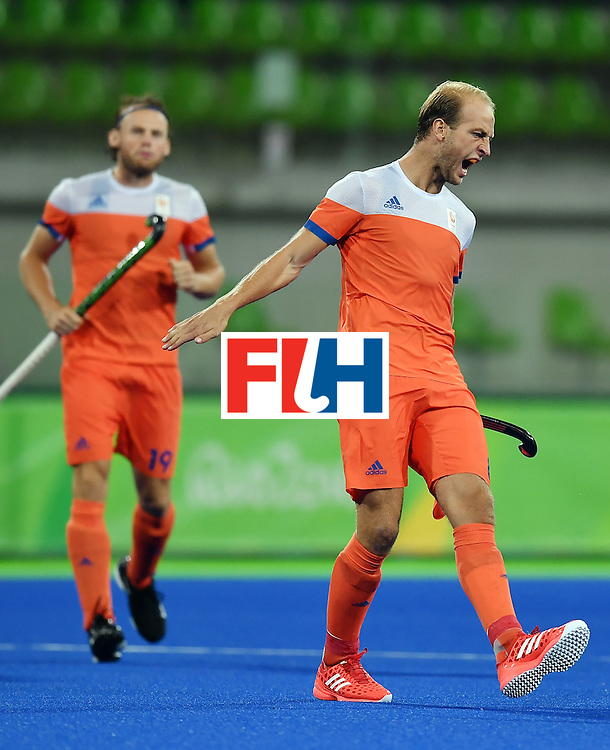 Netherland's Billy Bakker (R) celebrates during the men's quarterfinal field hockey Netherlands vs Australia match of the Rio 2016 Olympics Games at the Olympic Hockey Centre in Rio de Janeiro on August 14, 2016. / AFP / MANAN VATSYAYANA        (Photo credit should read MANAN VATSYAYANA/AFP/Getty Images)