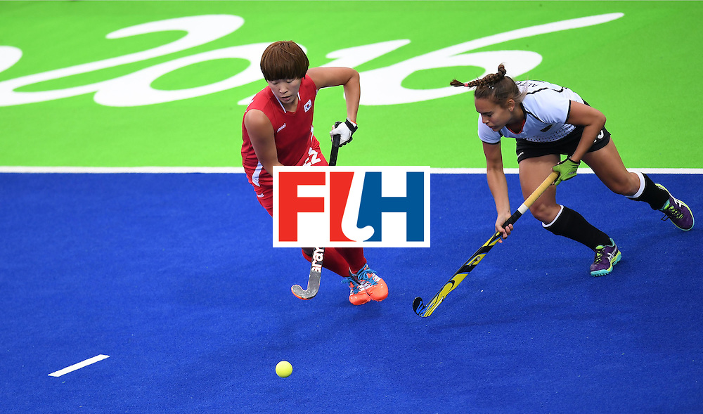 South Korea's Jang Heesun (L) vies for the ball with Germany's Lisa Altenburg during the women's field hockey Germany vs South Korea match of the Rio 2016 Olympics Games at the Olympic Hockey Centre in Rio de Janeiro on August, 10 2016. / AFP / MANAN VATSYAYANA        (Photo credit should read MANAN VATSYAYANA/AFP/Getty Images)