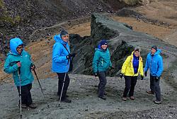 05-07-2014 NED: Iceland Diabetes Challenge dag 1, Landmannalaugar <br /> Vandaag ging de challenge van start. Met een bus gingen we van Vogar naar Landmannalaugar en zagen we de eerste tekenen van het prachtige landschap van IJsland / Ellen, Sandra, Sabine, Petra, Eddy