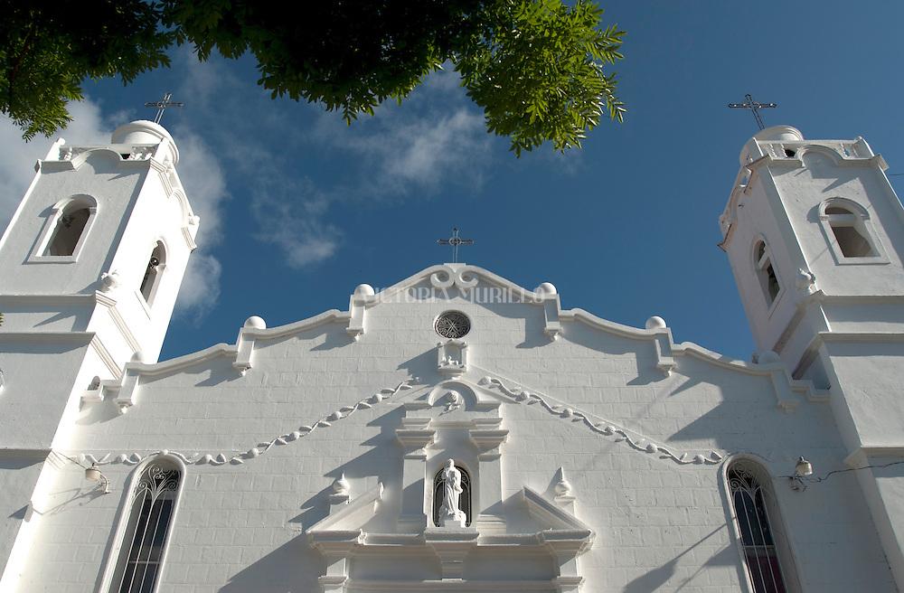Iglesia San Juan Bautista de Penonomé,Coclé-Panamá<br /> Fue construida en la segunda mitad del siglo XVI y la primera misa se celebro de 1581.Se reconstruyo en 1948 no sufrieron cambios ni las paredes ni la torre. La patrona de esta iglesia el La Inmaculada Concepcion de Maria.