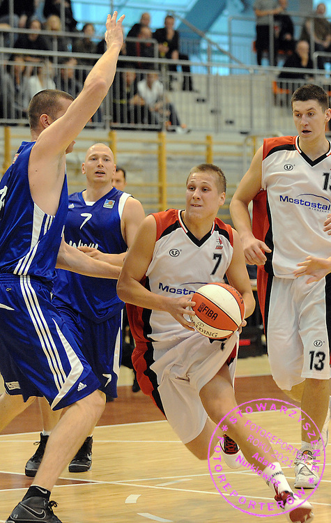 (C) TOMASZ SNIEG (POLONIA 2011) CONTROLS THE BALL DURING BASKETBALL POLISH EXTRALEAGUE MATCH BETWEEN POLONIA 2011 WARSAW AND ANWIL WLOCLAWEK IN KOLO HALL IN WARSAW...WARSAW , POLAND , OCTOBER 10, 2009..( PHOTO BY ADAM NURKIEWICZ / MEDIASPORT )