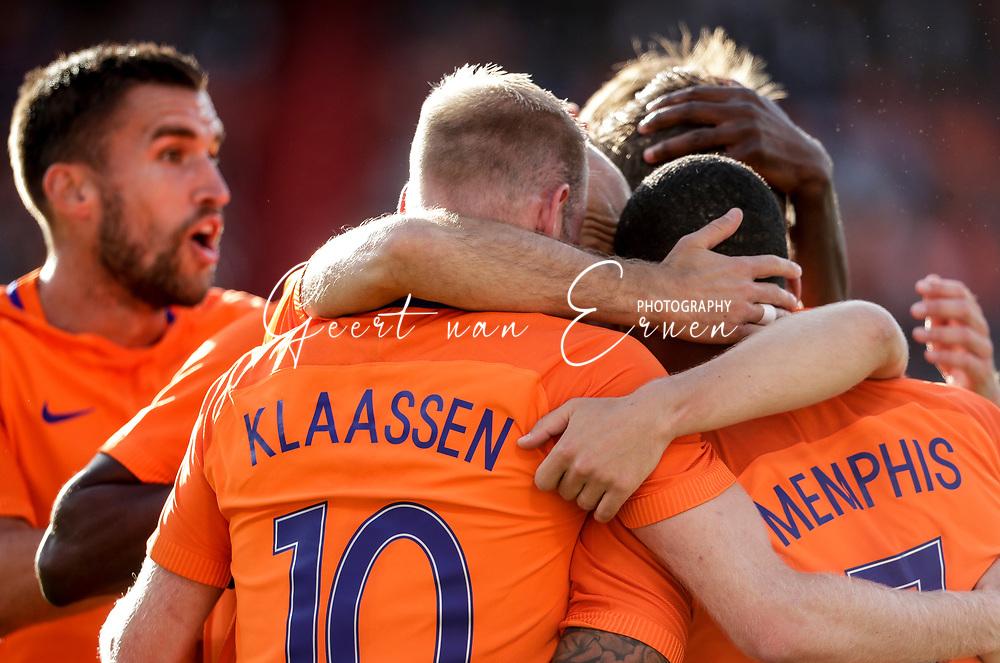 04-06-2017 VOETBAL:NEDERLAND-IVOORKUST:ROTTERDAM<br /> Oranje oefende tegen Ivoorkust vanavond in De Kuip<br /> <br /> Davy Klaassen van Oranje (Ajax) en Kevin Strootman van Oranje (AS Roma) en Memphis Depay van Oranje (Olympic Lyon) vieren de 1-0<br /> <br /> Foto: Geert van Erven