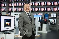 16 DEC 2008, BERLIN/GERMANY:<br /> Leopold Stiefel, Unternehmer, Mitbegruender der Elektrogrossmarktkette Media Markt, ehem. Geschaeftsfuehrer und Gesellschafter der Media-Saturn-Holding, im Media Markt, Alexia Einkaufszentrum, Alexanderplatz<br /> IMAGE: 20081216-01-011