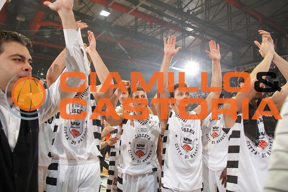 DESCRIZIONE : Caserta Lega A 2012-13 Juve Caserta Montepaschi Siena<br /> GIOCATORE : Team Juve Caserta<br /> CATEGORIA : esultanza<br /> SQUADRA : Juve Caserta<br /> EVENTO : Campionato Lega A 2012-2013 <br /> GARA : Juve Caserta Montepaschi Siena<br /> DATA : 17/03/2013<br /> SPORT : Pallacanestro <br /> AUTORE : Agenzia Ciamillo-Castoria/A. De Lise<br /> Galleria : Lega Basket A 2012-2013  <br /> Fotonotizia : Caserta Lega A 2012-13 Juve Caserta Montepaschi Siena
