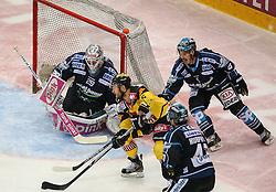 24.03.2015, Albert Schultz Eishalle, Wien, AUT, EBEL, UPC Vienna Capitals vs EHC Liwest Linz, Playoff, im Bild Michael Ouzas (EHC Liwest Linz), Rafael Rotter (UPC Vienna Capitals), Curtis Murphy (EHC Liwest Linz) und Franklin MacDonald (EHC Liwest Linz) // during the Erste Bank Icehockey League playoff match between UPC Vienna Capitals and EHC Liwest Linz at the Albert Schultz Ice Arena, Vienna, Austria on 2015/03/24. EXPA Pictures © 2015, PhotoCredit: EXPA/ Thomas Haumer