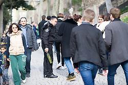 THEMENBILD - Sicherheitsbeamter überprüft Touristen. Istanbul, früher Konstantinopel, ist die größte Stadt der Türkei. Sie liegt am Bosporus und liegt am Schnittpunkt von Asien und Europa. Aufgenommen am 06.03.2016 in Istanbul, Türkei // security official checking tourists. Istanbul, former Constantinople, is the biggest City of Turkey. Turkey on 2016/03/06. EXPA Pictures © 2016, PhotoCredit: EXPA/ Michael Gruber
