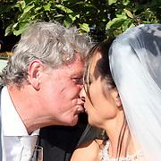 NLD/Laren/20070829 - Huwelijk Willibrord Frequin en Susanne Rastin, kussen elkaar