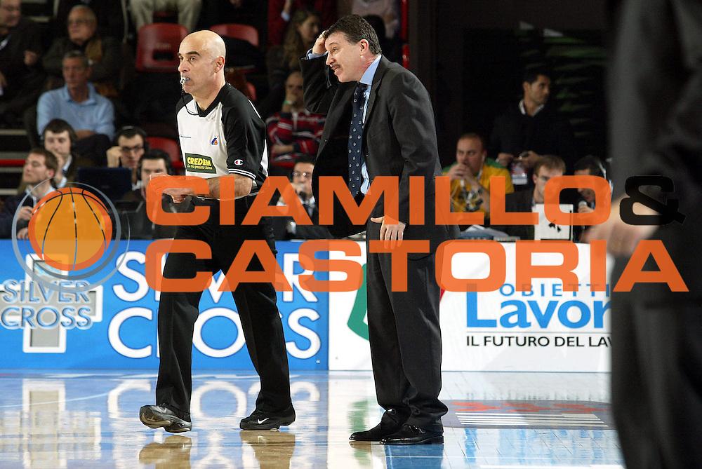 DESCRIZIONE : Forli Lega A1 2005-06 Coppa Italia Final Eight Tim Cup Montepaschi Siena Whirlpool Varese<br />GIOCATORE : Magnano<br />SQUADRA : Whirlpool Varese<br />EVENTO : Campionato Lega A1 2005-2006 Coppa Italia Final Eight Tim Cup Quarti Finale<br />GARA : Montepaschi Siena Whirlpool Varese <br />DATA : 16/02/2006<br />CATEGORIA : Delusione<br />SPORT : Pallacanestro<br />AUTORE : Agenzia Ciamillo-Castoria/S.Ceretti<br />Galleria : Coppa Italia 2005-2006<br />Fotonotizia : Forli Campionato Italiano Lega A1 2005-2006 Coppa Italia Final Eight Tim Cup Quarti Finale Montepaschi Siena Whirlpool Varese<br />Predefinita :