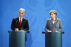 15.09.2015, Bundeskanzleramt, Berlin, GER, Flüchtlingskrise in der EU, Gipfeltreffen Deutschland und Oesterreich, im Bild Deutschlands Bundeskanzlerin Angela Merkel (CDU) // attend a joint press conference following talks about the refugee crisis at the Bundeskanzleramt in Berlin, Germany on 2015/09/15. EXPA Pictures © 2015, PhotoCredit: EXPA/ Eibner-Pressefoto/ Hundt<br /> <br /> *****ATTENTION - OUT of GER*****
