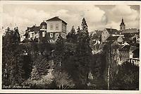Zagreb : Kraljev dvorac. <br /> <br /> Impresum[S. l. : S. n., 193-].<br /> Materijalni opis1 razglednica : tisak ; 9 x 14 cm.<br /> Vrstavizualna građa • razglednice<br /> ZbirkaGrafička zbirka NSK • Zbirka razglednica<br /> Formatimage/jpeg<br /> PredmetZagreb –– Visoka<br /> SignaturaRZG-VIS-1<br /> Obuhvat(vremenski)20. stoljeće<br /> NapomenaRazglednica je putovala 1933. godine. • Razglednica prikazuje rezidenciju kralja Aleksandra Karađorđevića u Visokoj ulici br. 22 (otuda naziv Kraljev dvor). Palača je od 1887.-1930. godine u vlasništvu Guida Pongratza (otuda naziv Pongračev dvorac ili kuća). Od 1835.-1887. godine palača je u vlasništvu grofa Aleksandara Draškovića (otuda naziv Kuća Aleksandra Draškovića u Visokoj ulici br. 22).<br /> PravaJavno dobro<br /> Identifikatori000952686<br /> NBN.HRNBN: urn:nbn:hr:238:645779 <br /> <br /> Izvor: Digitalne zbirke Nacionalne i sveučilišne knjižnice u Zagrebu