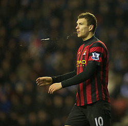 16.01.2012, DW Stadion, Wigan, ENG, PL, Wigan Athletic vs Manchester City, 21. Spieltag, im Bild Manchester City's Edin Dzeko looks dejected after missing a chance against Wigan Athletic during the football match of English premier league, 21th round, between Wigan Athletic and Manchester City at DW Stadium, Wigan, United Kingdom on 2012/01/16. EXPA Pictures © 2012, PhotoCredit: EXPA/ Propagandaphoto/ David Rawcliff..***** ATTENTION - OUT OF ENG, GBR, UK *****