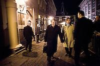 Nederland.  Den Haag 13 maart 2009.<br /> Donner en vam Geel bij het persvak na afloop, rond half een 's nachts.<br /> Crisisoverleg, coalitieberaad inzake de economische recessie, financiele crisis, bezuinigingen, vierde kabinet Balkenende, Balkenende IV.<br /> Foto Martijn Beekman<br /> NIET VOOR PUBLIKATIE IN LANDELIJKE DAGBLADEN.