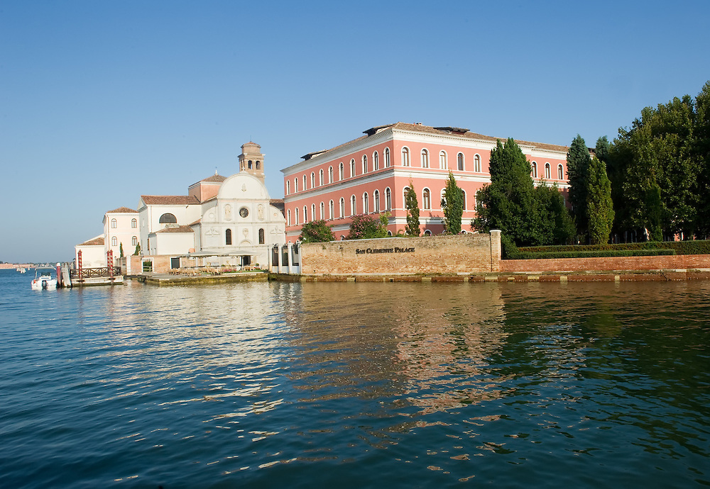 The 31st of October will close the five stars Luxury Hotel S Clemente Palace in Venice, 150 people (70 seasonal) will lose their job, it is an other worrying sign of the difficult situation of the Tourism industry in Italy and in Venice,