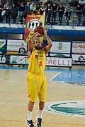 DESCRIZIONE : Frosinone Lega Basket A2 2011-12  Prima Veroli Centrle del Latte Brescia<br /> <br /> GIOCATORE : Jarrius Jackson<br /> <br /> CATEGORIA : tiro<br /> <br /> SQUADRA : Prima Veroli<br /> <br /> EVENTO : Campionato Lega A2 2011-2012<br /> <br /> GARA : Prima Veroli Centrale del Latte Brescia <br /> <br /> DATA : 18/03/2012<br /> <br /> SPORT : Pallacanestro <br /> <br /> AUTORE : Agenzia Ciamillo-Castoria/ A.Ciucci<br /> <br /> Galleria : Lega Basket A2 2011-2012 <br /> <br /> Fotonotizia : Frosinone Lega Basket A2 2011-12 Prima Veroli Centrale del Latte Brescia<br /> <br /> Predefinita :