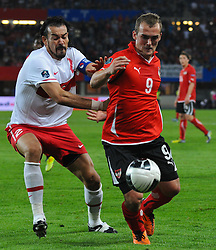 06.09.2011, Ernst Happel Stadion, Wien, AUT, UEFA EURO 2012, Qualifikation, Oesterreich (AUT) vs Tuerkei (TUR), im Bild Zweikampf zwischen Cetin Servet, (TUR, #2) und Erwin Hoffer, (AUT, #9) // during the UEFA Euro 2012 Qualifier Game, Austria vs Turkey, at Ernst Happel Stadium, Vienna, 2011-09-06, EXPA Pictures © 2011, PhotoCredit: EXPA/ M. Gruber
