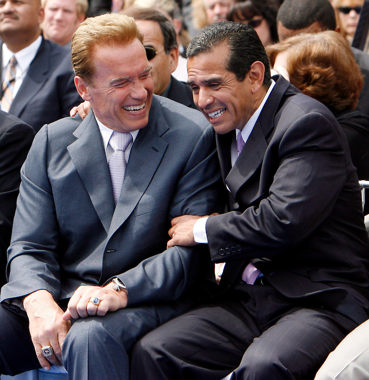 epa01026503 California Governor Arnold Schwarzenegger  (L) and Los Angeles Mayor Antonio Villaraigosa share a laugh at the ground breaking for The Ritz Carlton Residences and JW Marriott Hotel at L.A. LIVE in Los Angles, California 01 June 2007. L.A. LIVE is a 2.5 billion US dollar downtown Los Angeles Sports, residential, and entertainment district  EPA/ANDREW GOMBERT