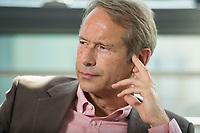 16 JUL 2015, BERLIN/GERMANY:<br /> Ulrich Nussbaum, Senator a.D. und Vorsitzenden des Präsidiums Deutschen Verkehrsforum, dvf, waehrend einem Interview, Geschaeftsstelle Deutsches Verkehrsforum<br /> IMAGE: 20150716-01-028<br /> KEYWORDS: Ulrich Nußbaum