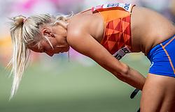 06-08-2017 IAAF World Championships Athletics day 3, London<br /> Nadine Broersen NED (zevenkamp) verspringen loopt bij de laatste sprong een hamstring blessure op.