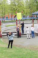 NDL-demonstrasjon i Ilaparken lørdag 25 mai 2013. Svært få fremmøtte sympatisører blir møtt av et større antall motdemonstranter. Politiet må etter hvert inn og beskytte NDL, som senere får eskorte ut av parken.