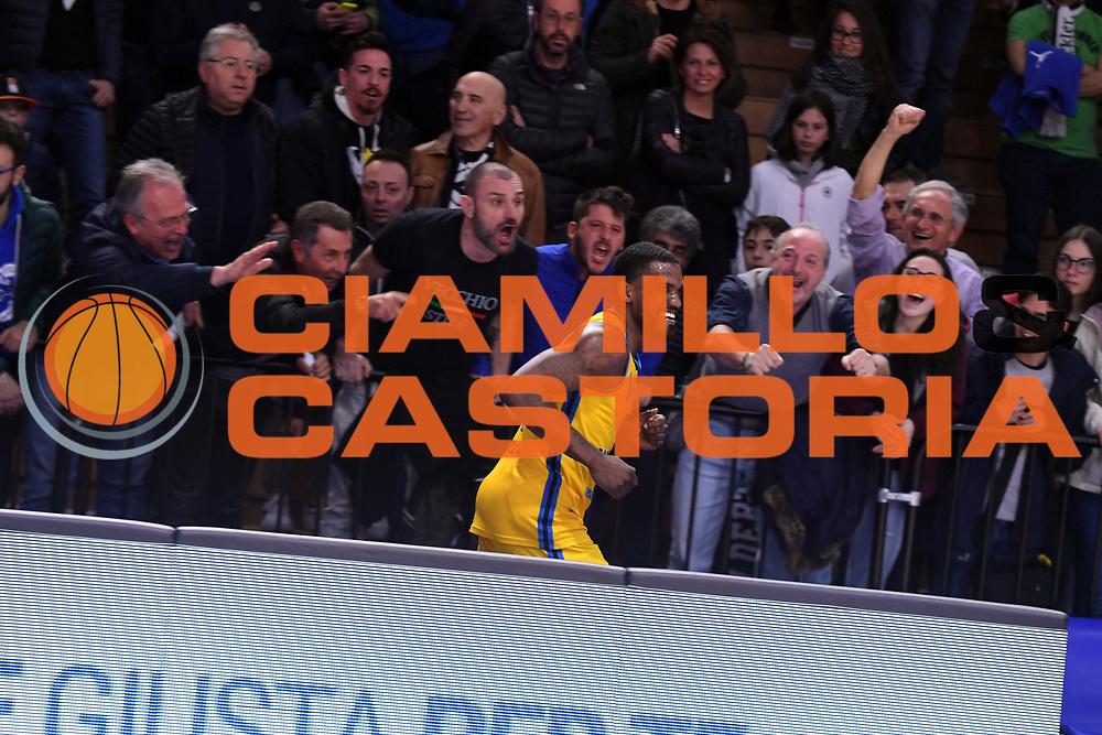 Darius Johnson Odom, tifosi Vanoli Cremona, tifosi Virtus Segafredo Bologna<br /> Vanoli Cremona - Virtus Segafredo Bologna<br /> LegaBasket 2017/2018<br /> Cremona, 31/03/2018<br /> Foto M.Ceretti / Ciamillo-Castoria