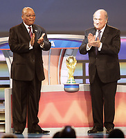 Fotball<br /> VM 2010 Trekning Sør-Afrika<br /> 04.12.2009<br /> Foto: DPPI/Digitalsport<br /> NORWAY ONLY<br /> <br /> FOOTBALL - MISCS - WORLD CUP 2010 - FINAL DRAW - 4/12/2009 <br /> <br /> SOUTH AFRICA PRESIDENT JACOB ZUMA WITH FIFA PRESIDENT SEPP BLATTER