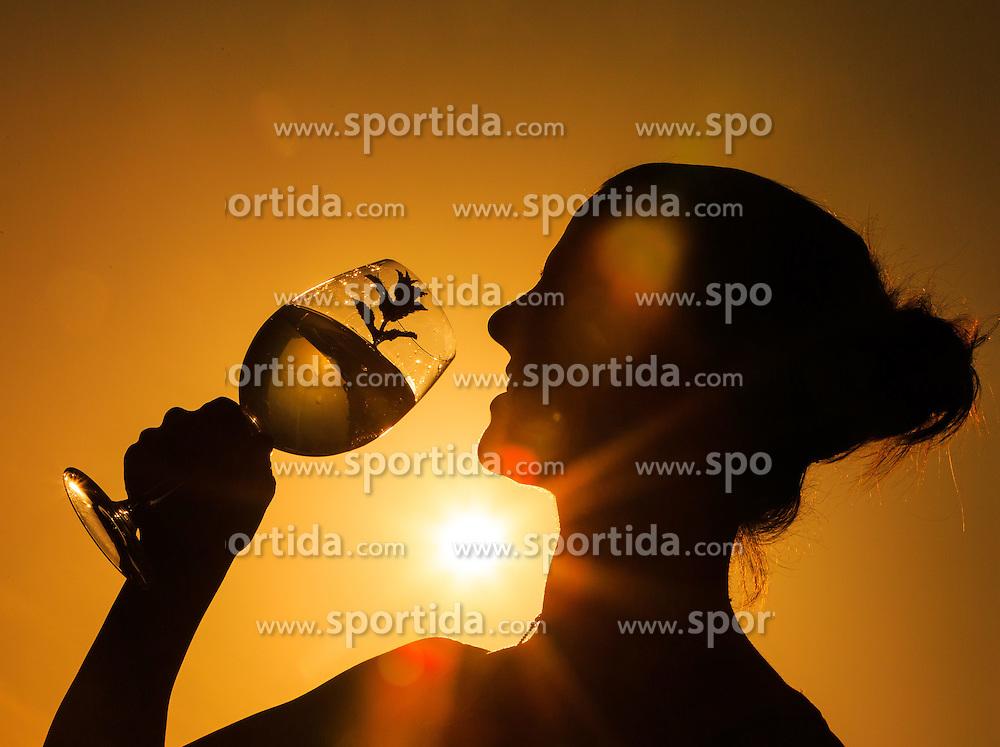THEMENBILD - die Silhouette einer Frau die ein Getränk zu sich nimmt, aufgenommen am 04. Juli 2015, Viehhofen, Österreich// the silhouette of a woman who takes a drink against the sunlight, Viehhofen, Austria on 2015/07/04. EXPA Pictures © 2015, PhotoCredit: EXPA/ JFK
